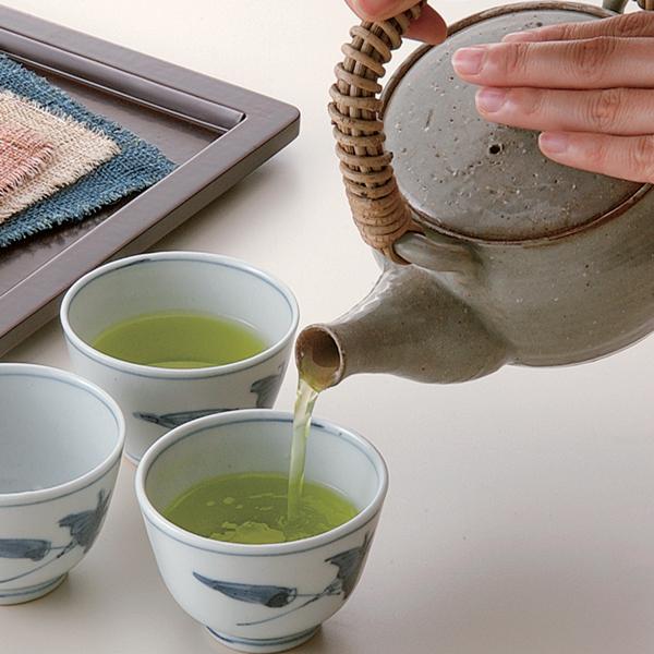 急須でお茶を飲むクラシックスタイル
